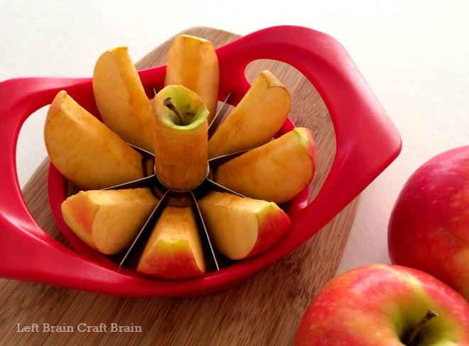 describe an apple in 4 paragraphs
