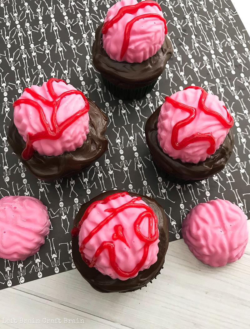 brain Halloween cupcakes